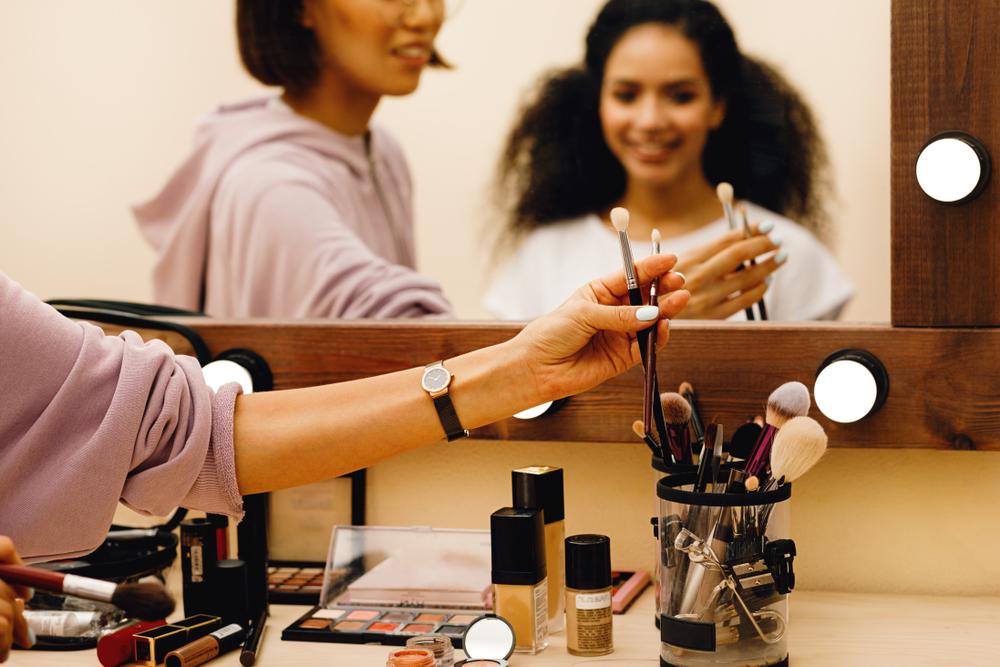 makeup artist picking