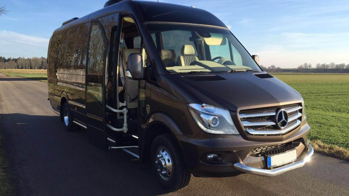 Minibus Hire With Driver- Why Arrange For Private Travel?