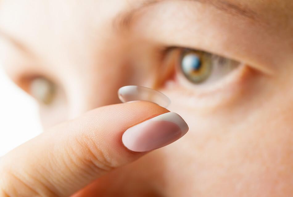 Daily Disposable Contact Lenses VS Reusables