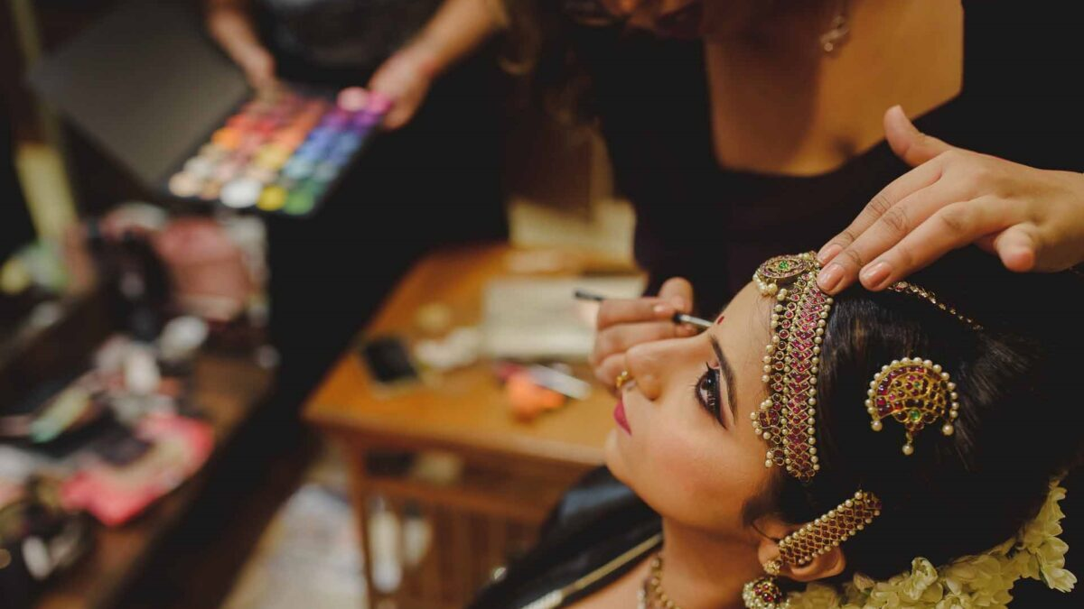 How to Select the Makeup Studio in Gurgaon