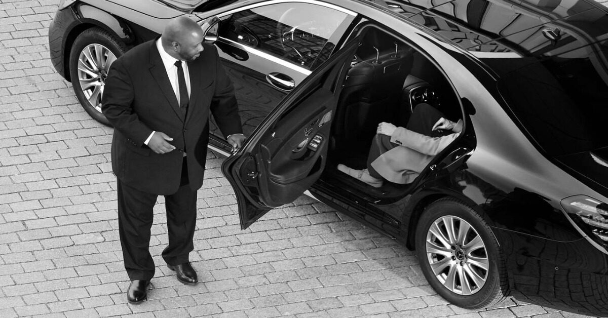5 Reasons to Hire a Limo Service for Special Travelling