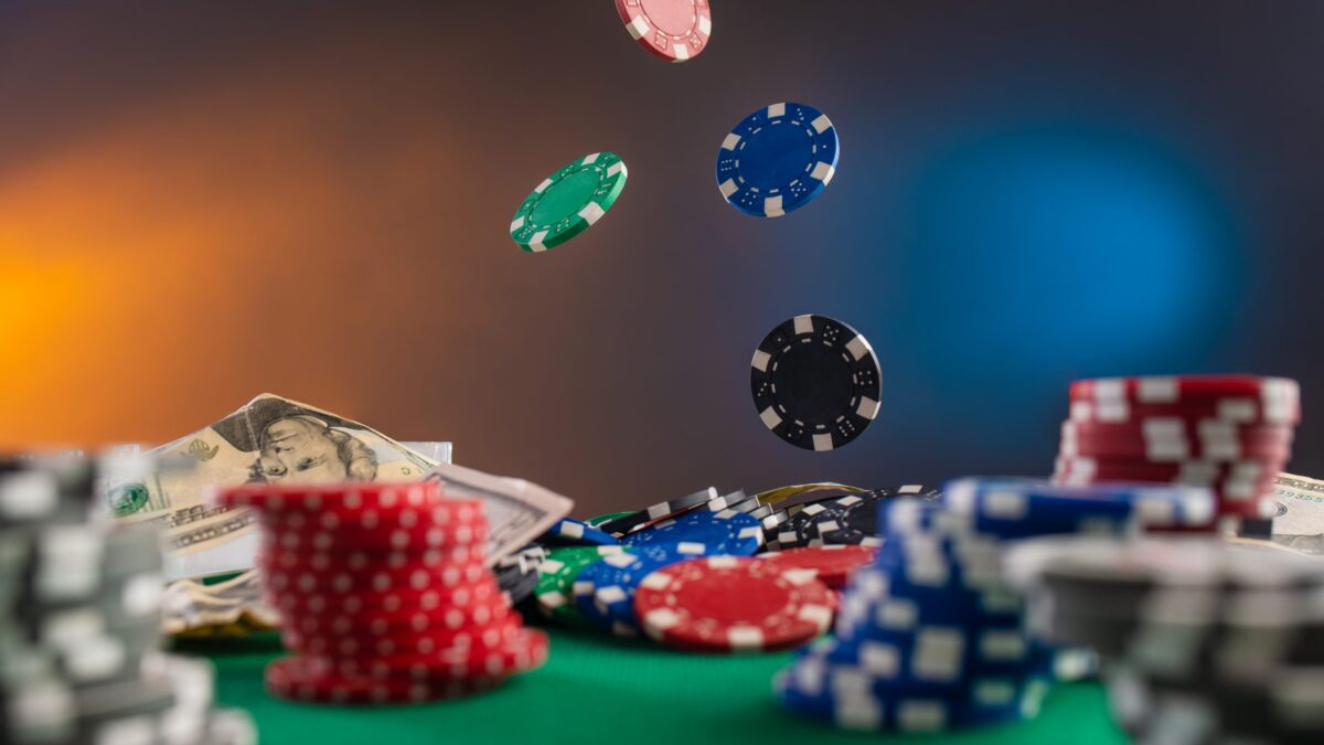 How Online Gambling is Convenient than Traditional Casinos
