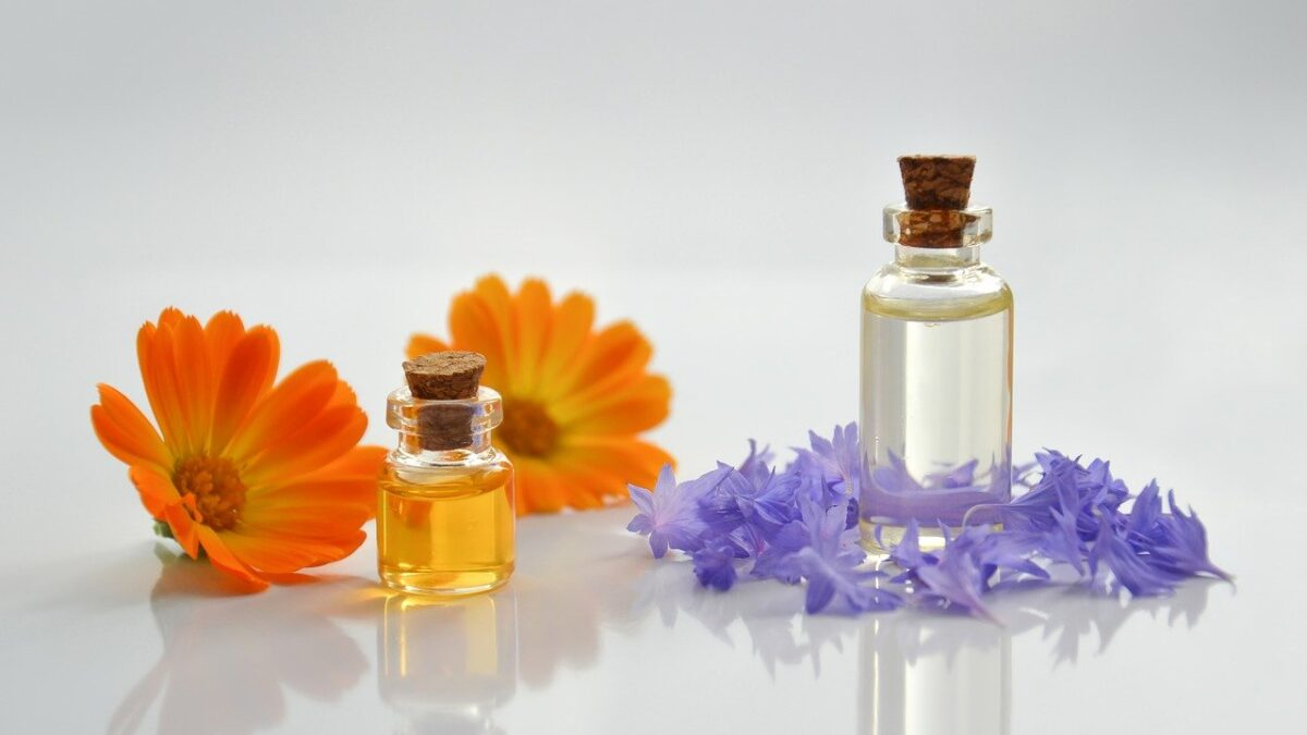 The Top 6 Best Essential Oils For Relieving Stress And Anxiety